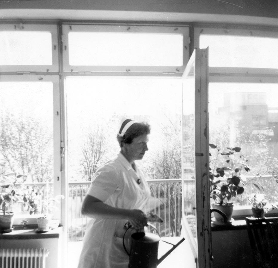 Avdelningssköterskan syster Karin Friberg (f. 1915) på ögonklinikens avd 2 vårdade avdelningen som sitt eget hem.