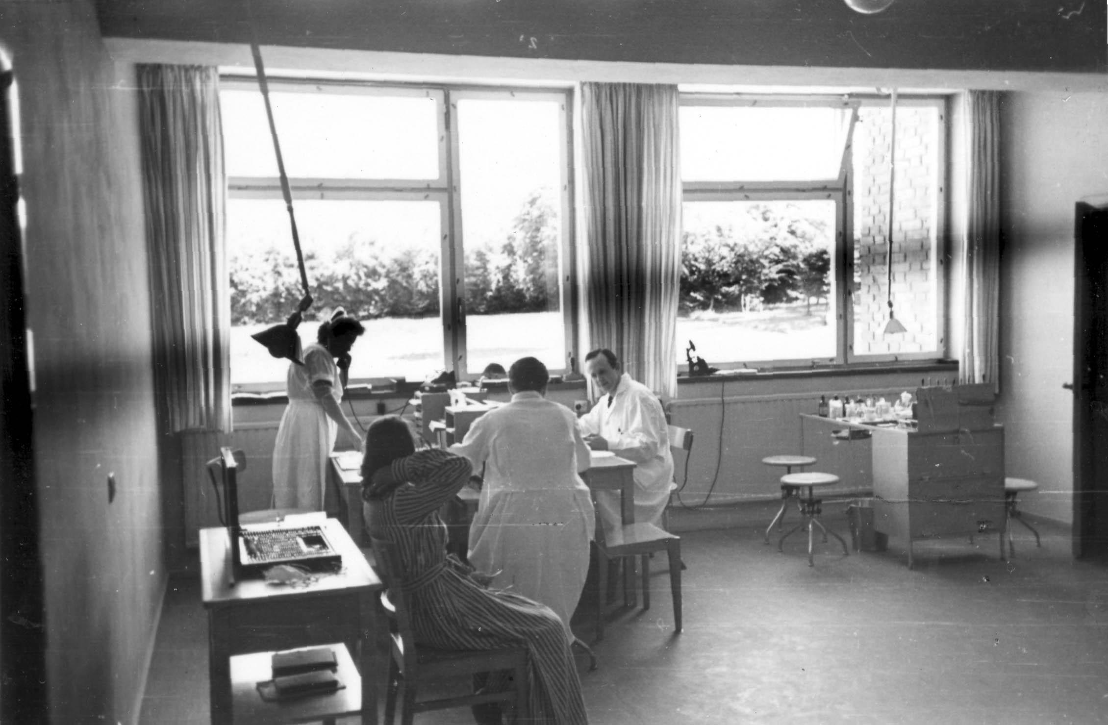 """Den s. k. """"kliniskan"""" 1947. Här gjordes alla undersökningar av ögonen på inneliggande patienter"""