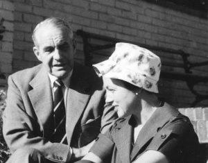 Sven Larsson och syster Elsa (Jacobsson?) ~1959